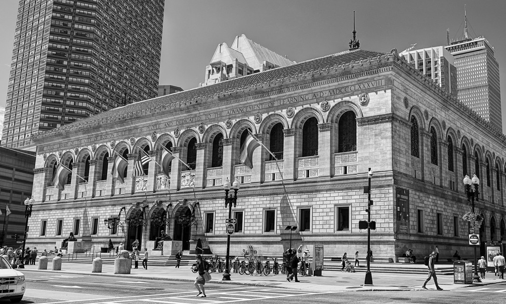 BPL -Courtyard - right side - 2014-06-12 9011_2_3BW2000